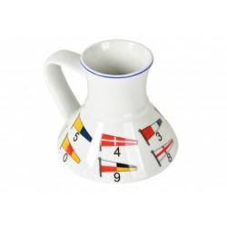 Porceliano puodelis su vėliavų dekoracija